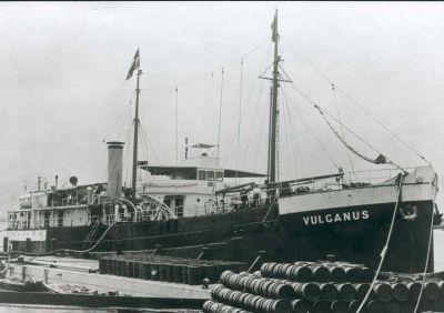 una Vulcanus in attesa di caricare i fusti di rifiuti - fonte www-cnooks-nl